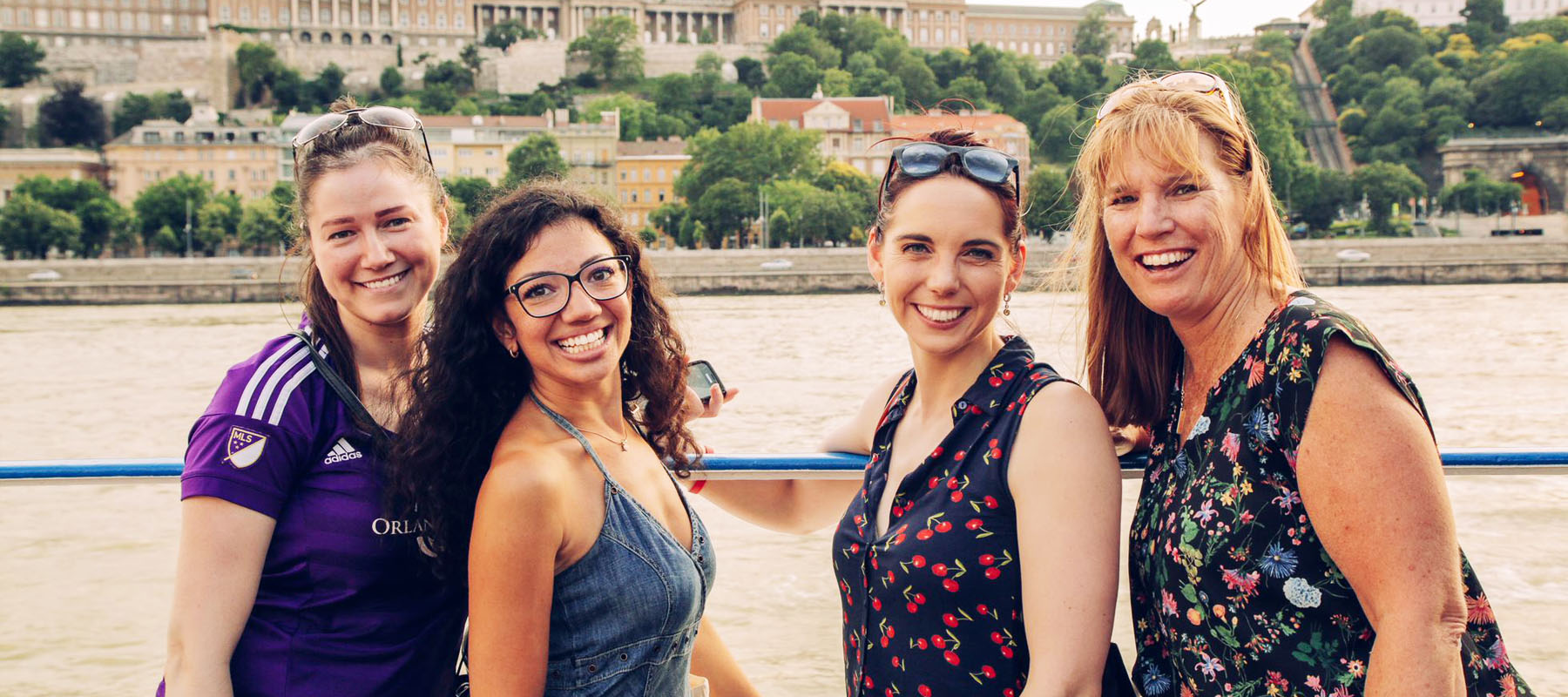 29 OR OLDER? APPLY FOR OUR NEW PROGRAM: RECONNECT HUNGARY 29+